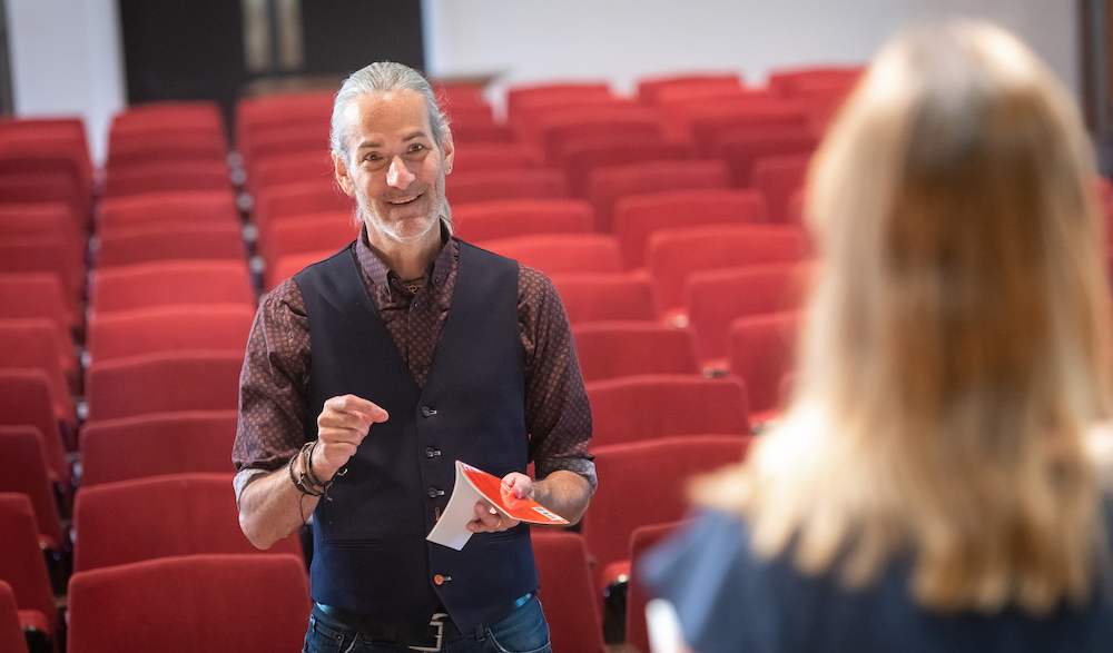 dr. greg doran directs a theatre student